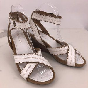 Like New Aerosoles beige white leather sandal